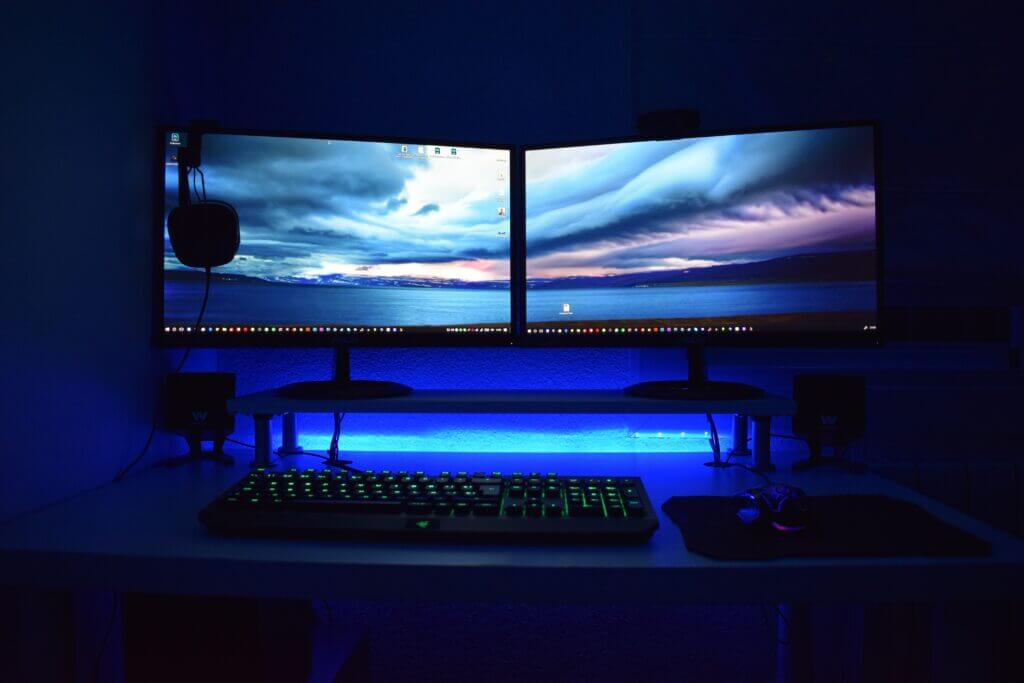 gaming monitor(s) for gaming room